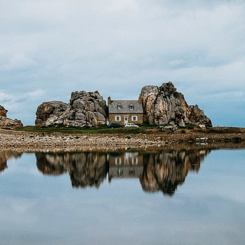 Castle Meur: The House Between The Rocks, Plougrescant