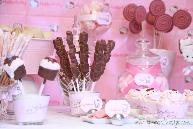IMG_9297_rosa_kakebord_hello_kitty_dessertbord_bursdag
