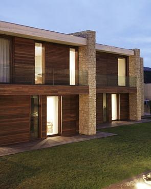 fachada-piedra-y-madera-Casa-moderna-Monasterios-Ramón-Esteve