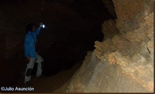 Interior de la cueva de los Moros - Navascués
