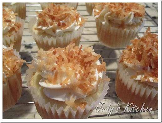 CI coconut cake cupcakes (3)