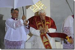 El-Papa-Benedicto-XVI-en-Cuatr_54203020396_53389389549_600_396