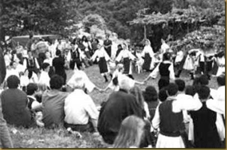Το 1981 αρχίζουν πάλι να ακούγονται μακεδόνικα τραγούδια δημόσια (ταβέρνες, πανηγύρια, γάμους κτλ.).