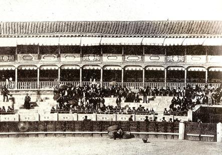 1863 (c.) Tendidos de la plaza de Madrid (Laurent) 001
