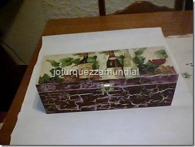 Artesanato - decoupage caixa de vinho minha