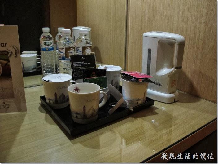 台北凱薩大飯店。房內的茶飲。