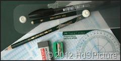 Peralatan UN yang terdiri dari pensil, pulpen, penajam pensil, alas, penghapus, dan penggaris UN