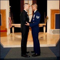 militares Will Behrens e Erwynn Umali