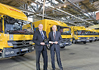 Mercedes-Benz Trucks sales and marketing chief Ulrich Bastert (left) handed over the big key to ten Mercedes-Benz Atego Hybrid trucks to Gerd-Dieter Benzing, managing director of DP Fleet GmbH.