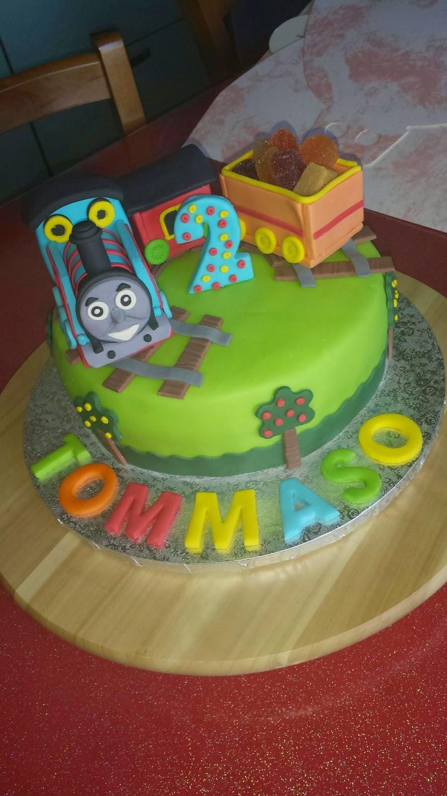 Le mie dolci creazioni torta trenino thomas for Decorazioni torte trenino thomas