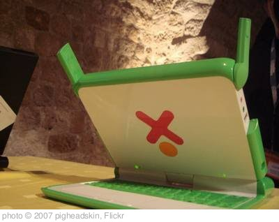 '兒童電腦OLPC(One Laptop per Child)' photo (c) 2007, pigheadskin - license: http://creativecommons.org/licenses/by/2.0/