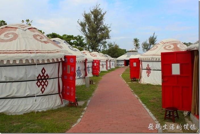 台南-台灣咖啡文化館。延著蒙古包一路走到底還有個大帳開放參觀。