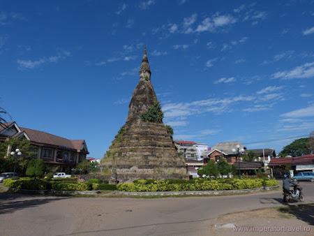 21. stupa neagra Vientiane.JPG