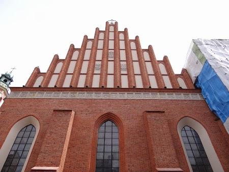 12. Biserica din centrul vechi.JPG