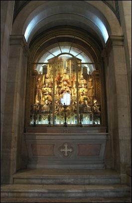 Gloria Ishizaka - Igreja de Sao Roque -altar das relíquias dos santos mártires (lado do evangelho)