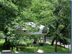 8939 Signal Mountain, Tennessee - Flying Saucer House