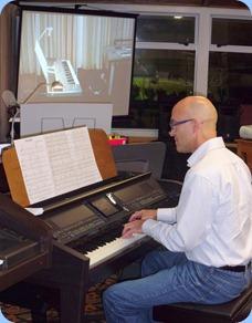 Warren Levick playing the Clavinova CVP-509