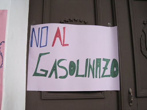 Sign protesting the Bolivian gas hikes.