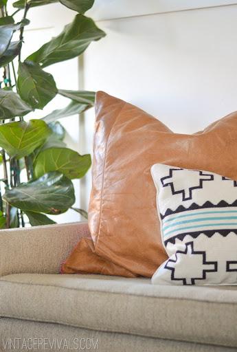 Leather Pillow Tutorial vintagerevivals.com & DIY Leather Pillow Tutorial \u0026 How To Sew A Zippered Pillow Cover ... pillowsntoast.com