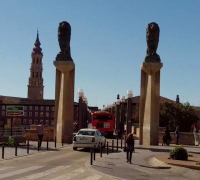 Puente de Piedra Zaragoza Bus Taxi