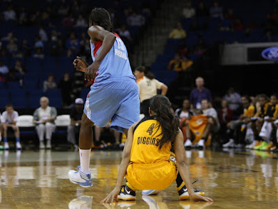 wearing brons wnba soldier7 skylar diggins 03 Skylar Diggins Rocks Soldier VII Tulsa Shock Away PE in WNBA Debut