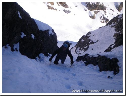Intento al Corredor Nefropatia 200m D  90º (Pico Piedrafita 2965m, Pirineos) (Isra) 7524