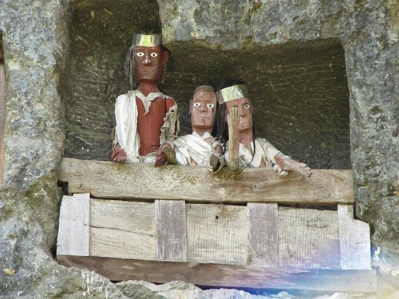 tana-toraja-burials-8
