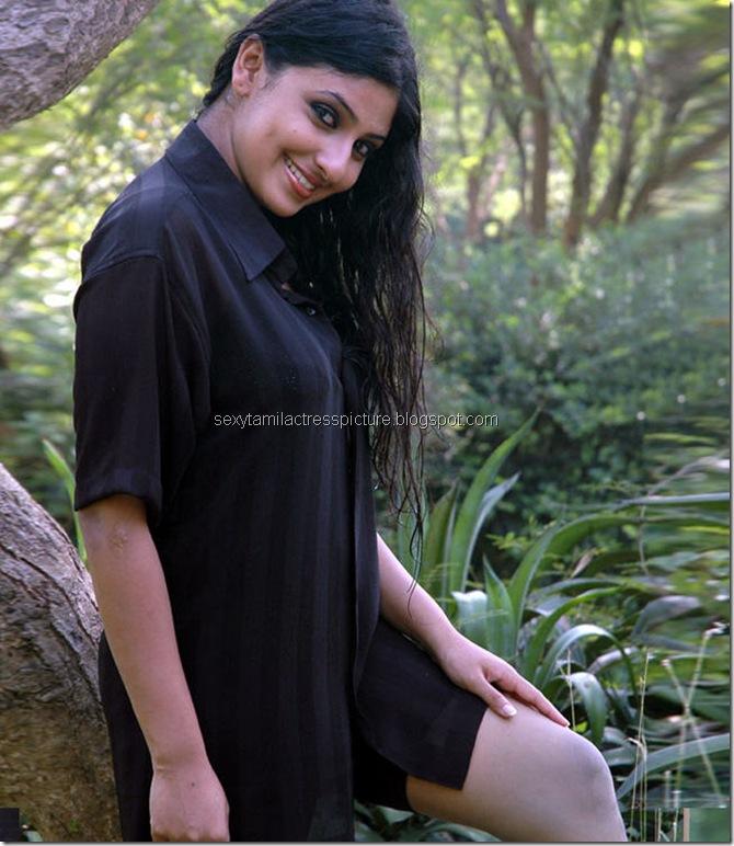 Actress_Monica_Hot_in_Wet_Dress_10