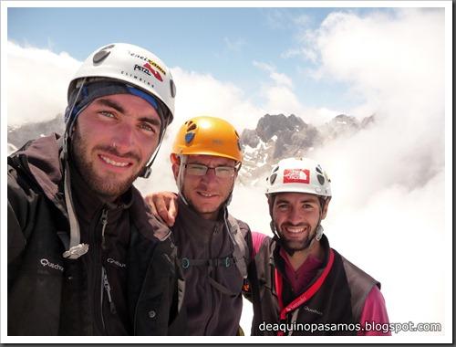 Via Directa de Los Martinez 250m D- V- (Picu Urriellu, Picos de Europa) (Omar) 0895