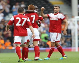 Equipe comemora o gol de Sidwell