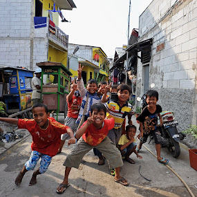 Kampung Deret, CiLincinG ::: Kids' momenT by Daniel Legendarymagic - Babies & Children Children Candids ( cilincing, dcp, kampong, indonesia, kampung, candid, digicore, deret, legendarymagic )