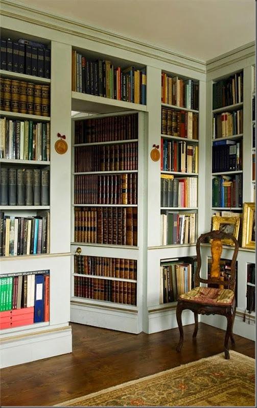 Biblioteca con puerta secreta