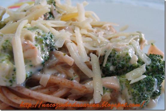 espaguete-integral-com-brócolis-e-requeijão-02