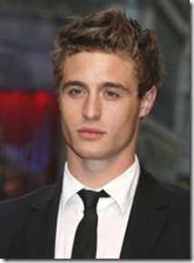 Max Irons como Jared Howe