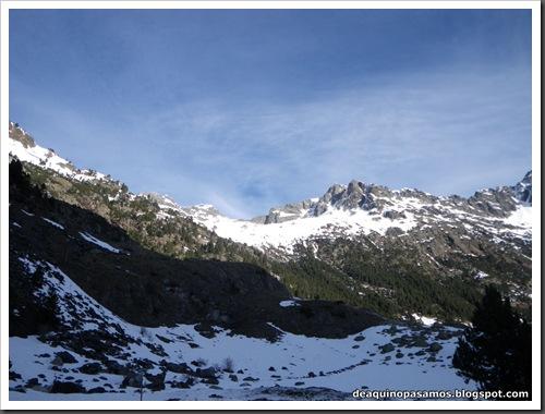 Canal Central SO 200m 50º con esquis (Pico de la Montañeta 2552m, Benasque, Pirineos) (Isra) 3306