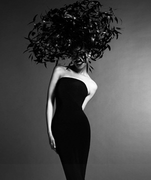 Master milliner Philip Treacy is surely influenced by nature and architecture when he sits down to create his extraordinary hats. (philiptreacy.co.uk)