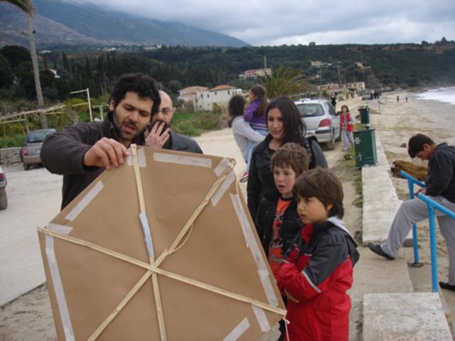 Τραβέρσο: Έφτιαξαν και πέταξαν τους δικούς τους χαρταετούς