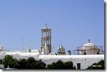 Monastério Panagia Tourliani em Ano Mera. Sua torre de mármore, foi esculpida por artesãos de Tínos.