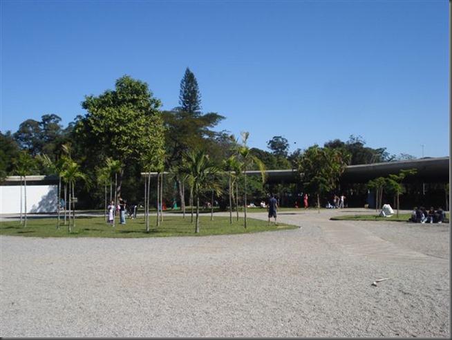 Marquise que interliga cinco edifícios no Parque Ibirapuera