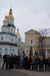Хор, Консул РФ и организаторы тура и СМИ в Покровском монастыре в Харькове.JPG