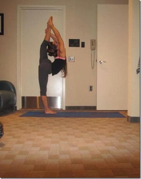 girls-stretching-yoga-045