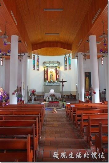 「萬金聖母聖殿」內就是做禮拜及禱告的聖殿。