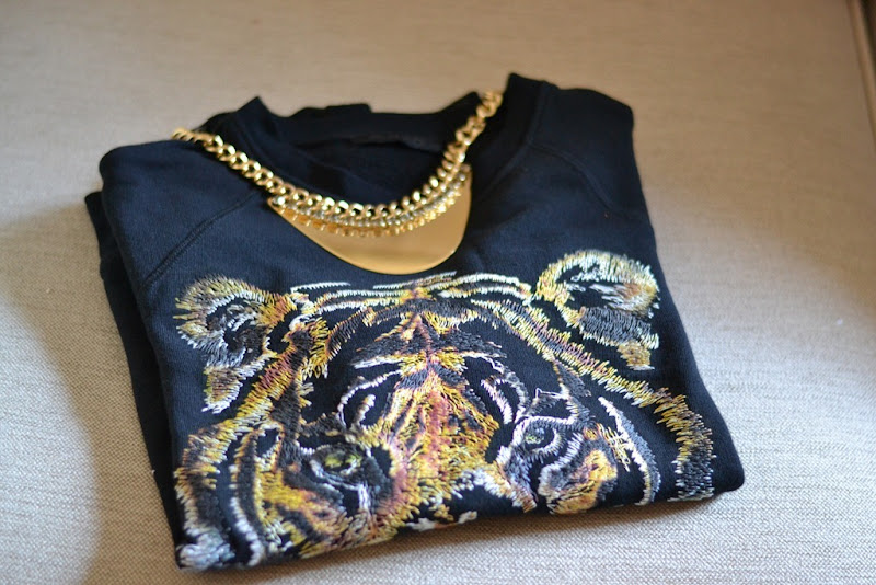 Pinko, Pinko Sweatshirt, Pinko felpa con tigre, Pinko Necklace, Pinko Tiger Sweatshirt, Tiger Sweatshirt