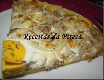 Pizza de atum e ovo-fatia