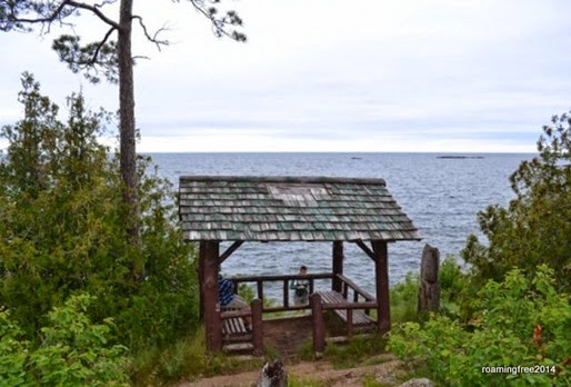 A little hut overlooking the lake