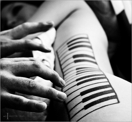 music,piano,art,black,and,white,hands,photography-801570b46ce1ea578b372964ac46a2da_h