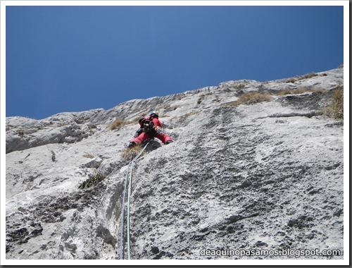 Via Intrusos 350m MD  7a  (6b A0 Oblig) (Alto Les Palanques, Picos de Europa) (Isra) 9063