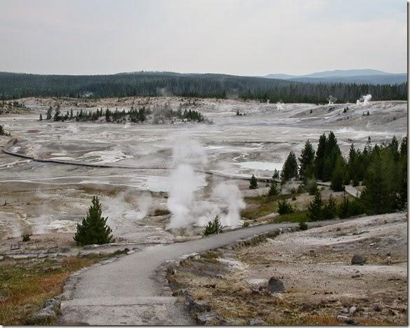 yellowstone geyserlandscape