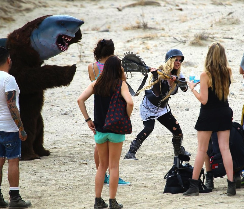 Rock N Roll Behind The Scenes avril lavigne 35207514 959 823