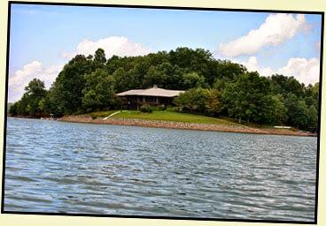 19j - Tuesday - Nottely Lake Kayak - Beautiful Lakefront homes